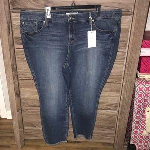 NWT Torrid skinny cropped jeans